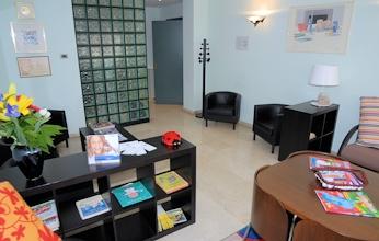 studio odontoiatrico specialistico picchioni sala dattesa 2